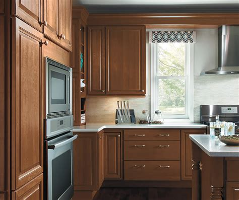 maple finish kitchen cabinets kitchen with maple cabinets homecrest cabinetry