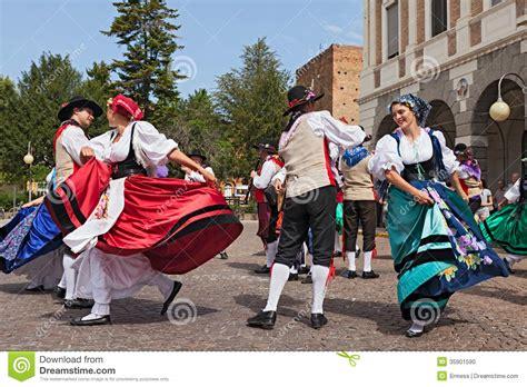 V0 Dress Ethnic danse traditionnelle italienne image 233 ditorial image