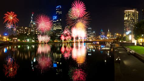 new year 2015 melbourne parade new years event melbourne riverside fireworks