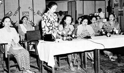 Perempuan Perempuan Perkasa Di Jawa Abad Xviii Xix Carey perempuan sebagai ibu bangsa potret sejarah awal pergerakan perempuan
