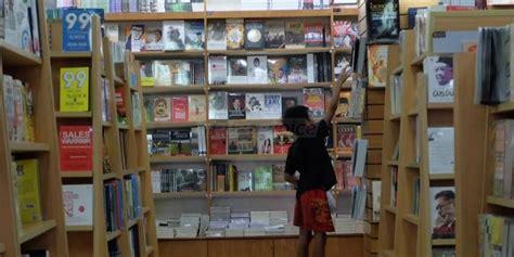 Rak Buku Malang horeee hadiah utama undian berhadiah gramedia mendarat