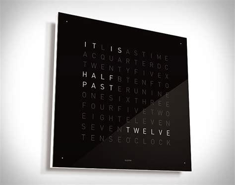 prachtige klok toont tijd  woorden