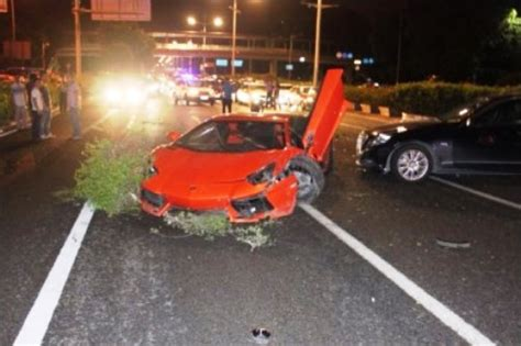 crashed red lamborghini red lamborghini wrecked in shenzhen collision the nanfang