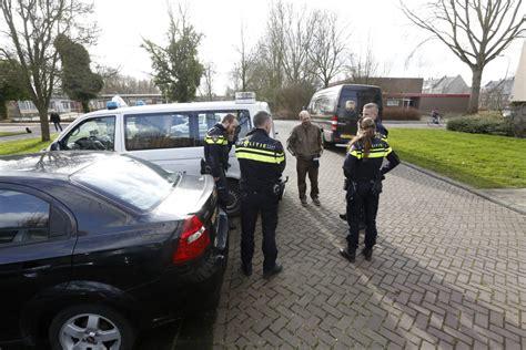 Nagels Dordrecht by Pakketbezorger Zet Nagels In Belager