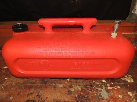 3 gallon boat gas tank find 3 gallon boat motor plastic fuel gas tank gas can