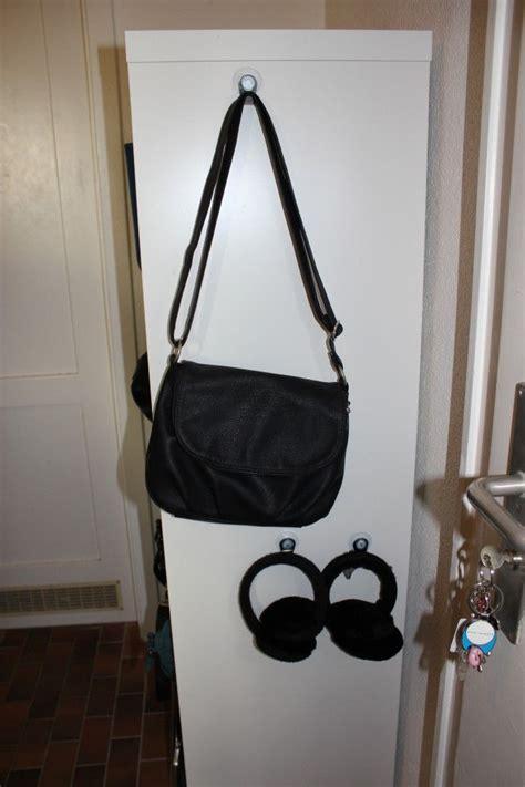 schrank aufhă ngen handtasche und accessoirs mit saugn 228 pfen an der seite vom
