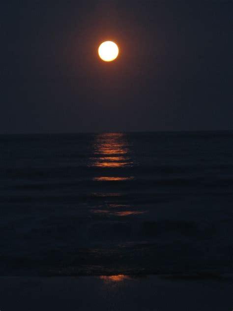 imagen de cielonochelunaluna llenavista de frente