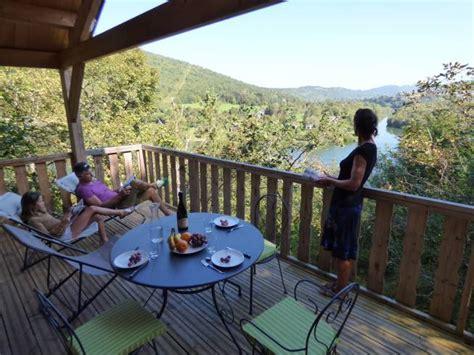 table jardin fer 2401 lodge des taillets cabane sur pilotis en ain