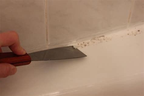 togliere silicone piastrelle come sigillare la vasca da bagno arredare casa