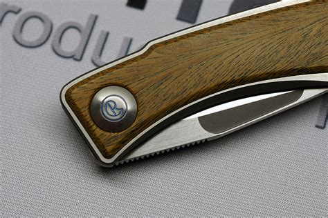 production knives knife reviews reviews of custom and production knives