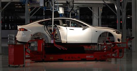 b e auto union courts tesla workers lifies buy