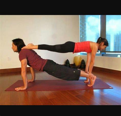 imagenes de yoga faciles mejores 7 im 225 genes de yoga 2 en pinterest pareja