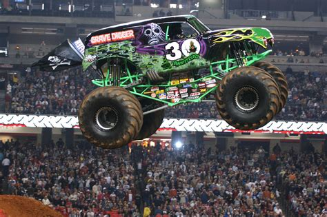 monster truck race grave digger monster truck 4x4 race racing monster truck g