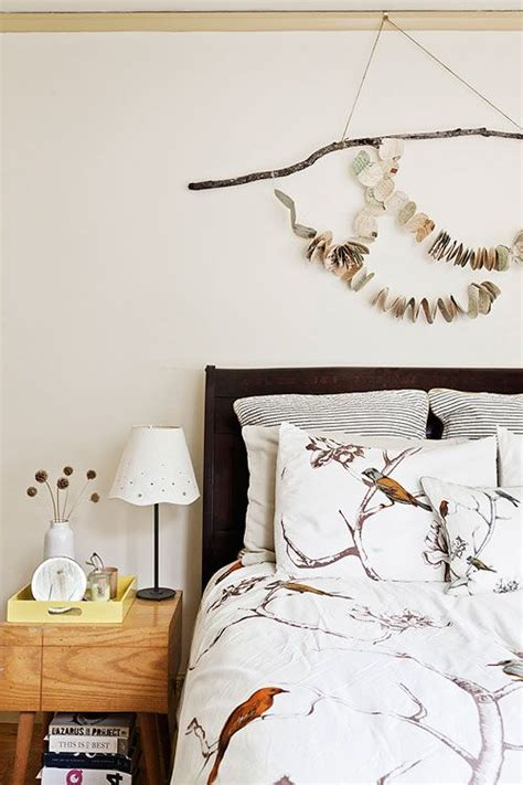 bird bedroom ideas how to decide what to hang above the bed