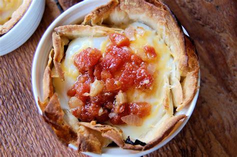 huevos rancheros recipe dishmaps huevos rancheros with roasted tomato sauce recipe dishmaps