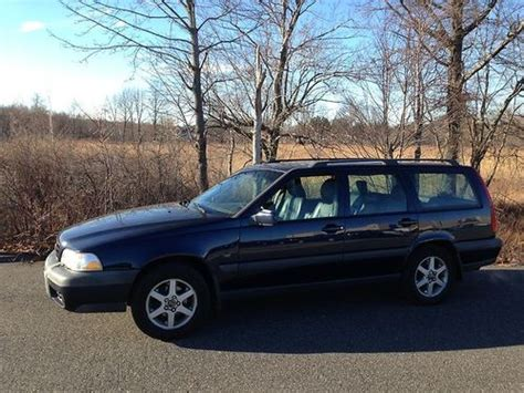 buy   volvo  xc awd wagon  door   ontario oregon united states