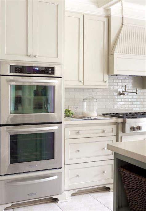 ivory white kitchen cabinets quartz countertops design ideas