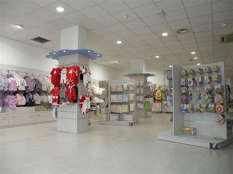 negozi arredamenti arredo negozio abbigliamento bambini mobili per negozi