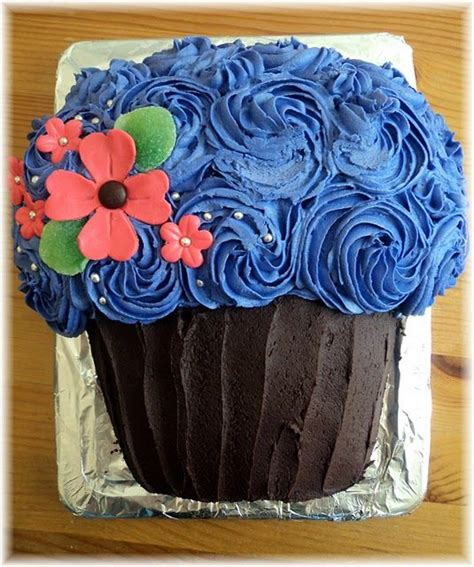 pull apart cake giant cupcake cakes and cupcake on pinterest