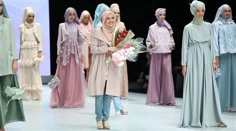 Ghaida Dress Hitam 8 desainer muda paling tenar di bidang fashion muslim