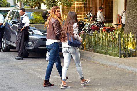 mayrin villanueva culote en jeans mayr 237 n villanueva y romina las mejores amigas en un
