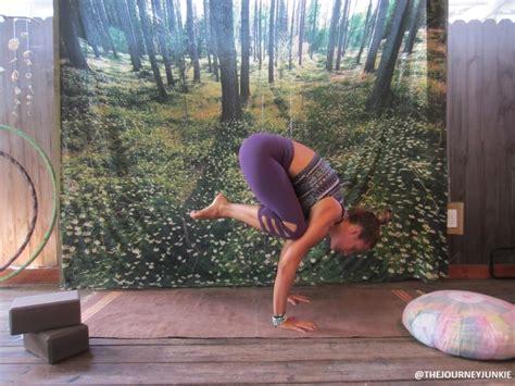 yoga crow tutorial yoga tutorial crow pose the journey junkie