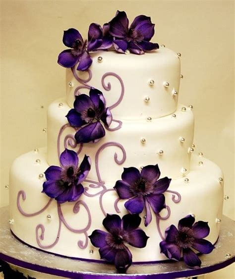 Hochzeitstorte Lila Blumen by In Purple Theme Wedding