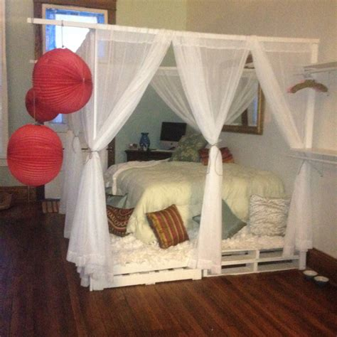 how to build a canopy bed diy pallet canopy bed for the home pinterest canopy