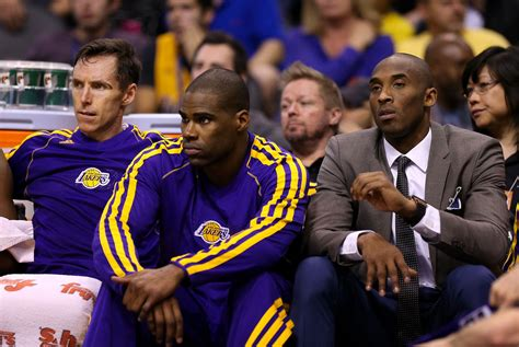kobe bryant bench kobe bryant unavailable with injury but sits out in style