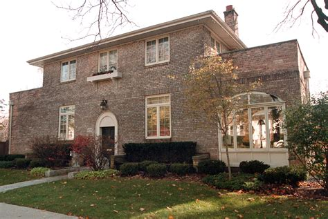 clinton s childhood home vs clinton debating their personal homes mansion global