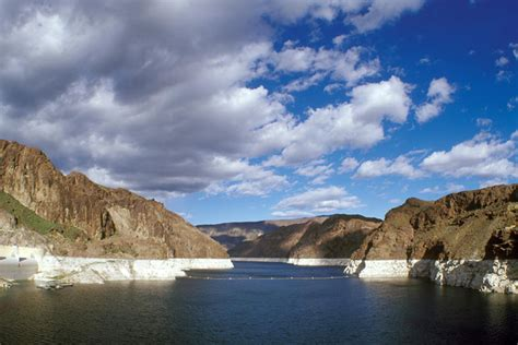 Lake Mead Bathtub Ring What You Should Know About Lake Mead Voice Of San Diego