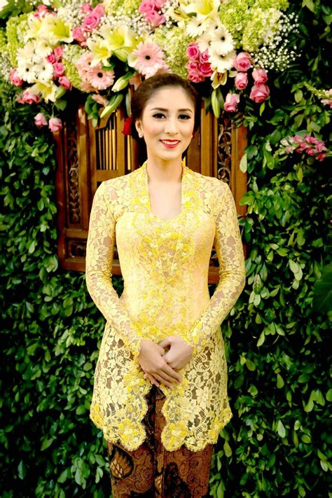 kebaya bali pendek 25 best ideas about kebaya modern dress on pinterest