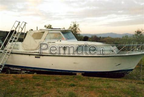 barca cabinata usata la cura dello yacht
