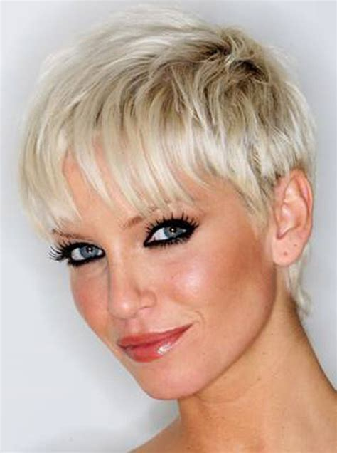 images of short trendy haircuts on full figured women sarah harding short hair 5 150x150 hair styles for full