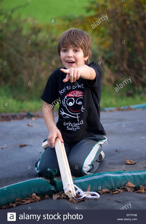 8 years in years eight year boy child age 8 years portrait gun toys in stockfoto