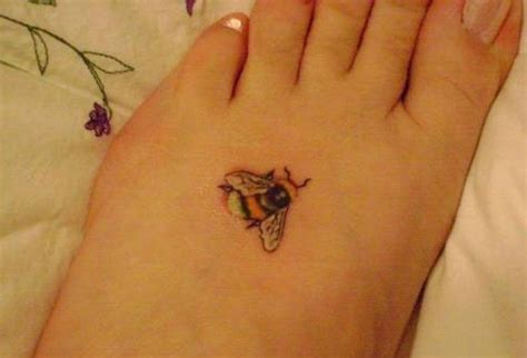 small bee tattoo bee tattoos askideas