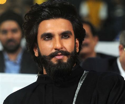 ranbir singh hairstyle sajda ranveer singh spots kohl full beard at mumbai event did