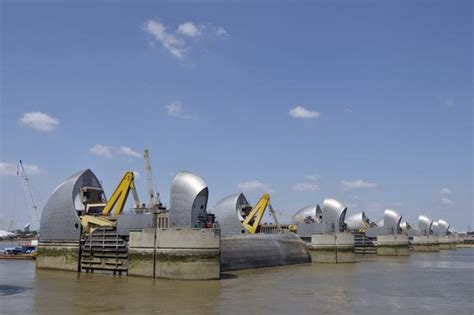 thames barrier article thames path on aboutbritain com