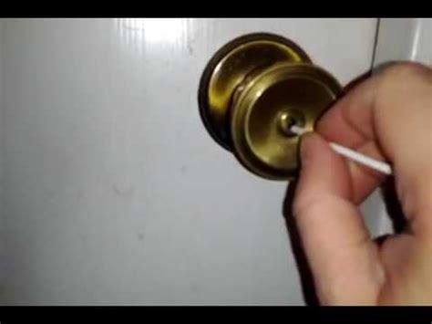 picking  interior door lock center pin youtube