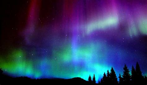 Amazing Holiday Home Christmas Lights #4: Aurora-borealis-1140x660.jpg