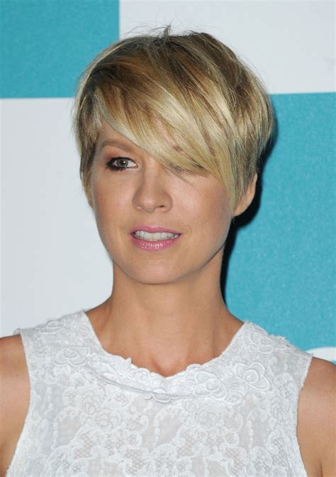 does jenna elfmans hair look better long or short jenna elfman layered razor cut short hairstyles lookbook