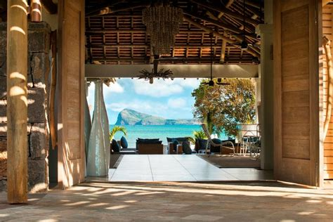 Dining Room Decoration by Zilwa Attitude Calodyne Mauritius Hotel Reviews
