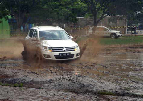 Senderan Sandaran Jok Mobil Ecosport Motif Kayu menguak performa vw new tiguan tsi merdeka