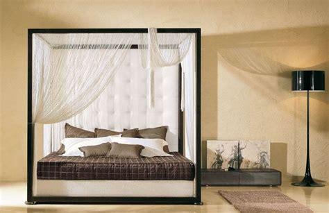 letti a baldacchino in legno da letto moderna con i letti a baldacchino