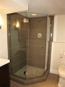 Shower Enclosures Small Bathrooms Best 25 Neo Angle Shower Ideas On Corner Showers Neo Angle Shower Doors And Small