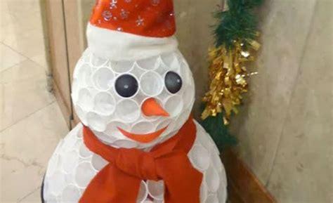 addobbi natalizi con bicchieri di plastica addobbi natalizi divertenti come creare un pupazzo di