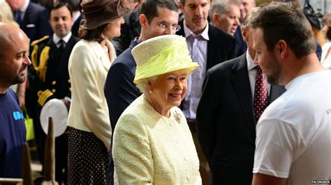 film queen of game the queen visits game of thrones set during royal visit