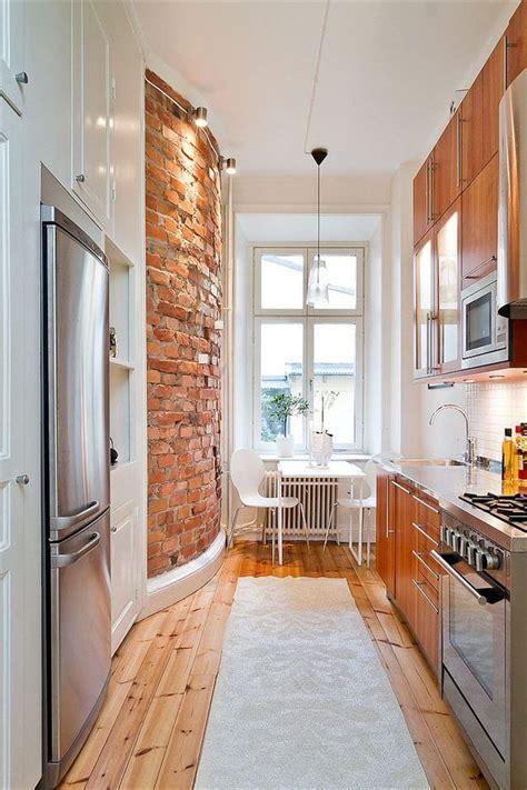 small long kitchen ideas mur de briques et style industriel 15 photos trouv 233 es
