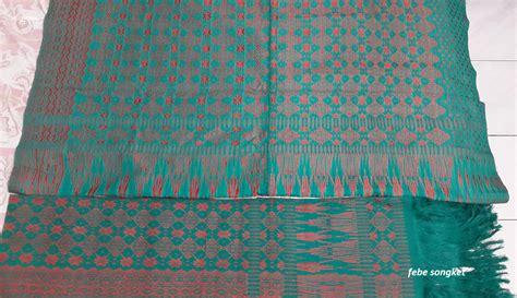 Songket Tenun Motif Sadum Warna Biru songket ulos tenunan tangan tarutung songket dengan piala tanpa piala motif toraja