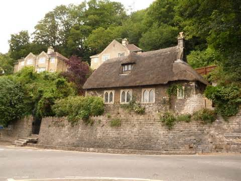 cottages in bradford on avon bradford on avon thatched cottage in 169 chris downer cc by sa 2 0 geograph britain and ireland